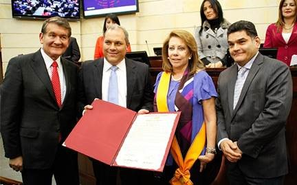 Congreso exaltó trabajo de María M. Cuéllar, Presidenta de FELABAN.
